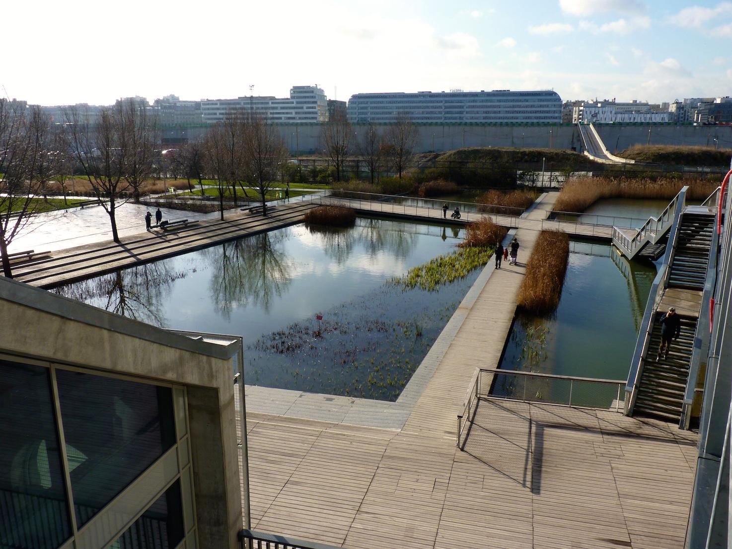Les bassins devant Parc 17