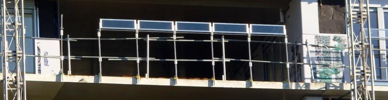 Pose des gardes-corps, terrasses entre les bâtiments A et B