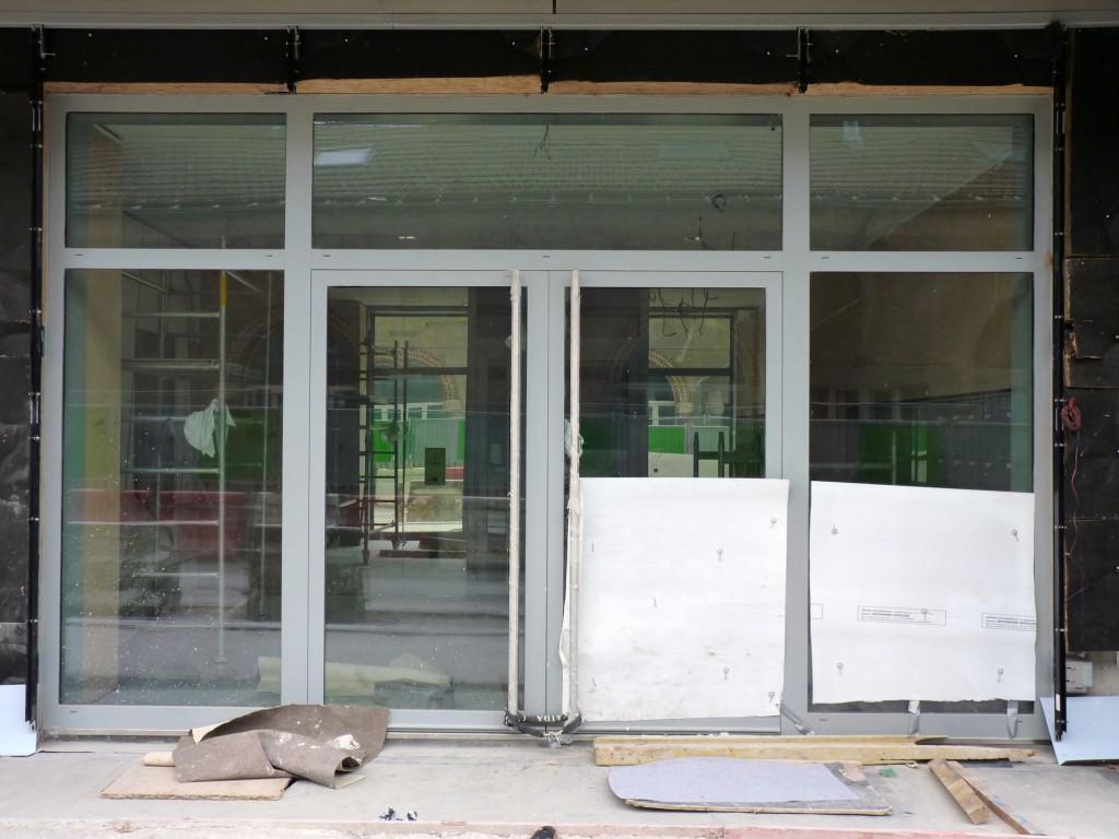 Hall d'entrée, bâtiments A-B... miroirs visibles ;-)